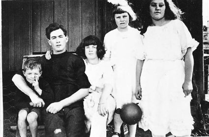 The Boyd family and Annie c1925